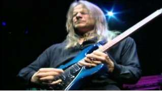 Смотреть клип Deep Purple - Sometimes I Feel Like Screaming онлайн