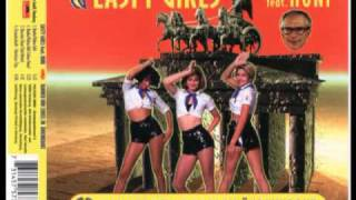 Смотреть клип Easty Girls Feat. Honi - Hammer Und Zirkel Im Ahrenkranz (Radio/Video Edit) онлайн