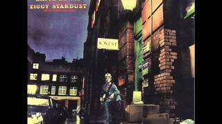 Смотреть клип David Bowie - Moonage Daydream онлайн