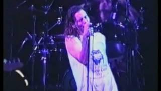 Смотреть клип Pearl Jam - Garden онлайн